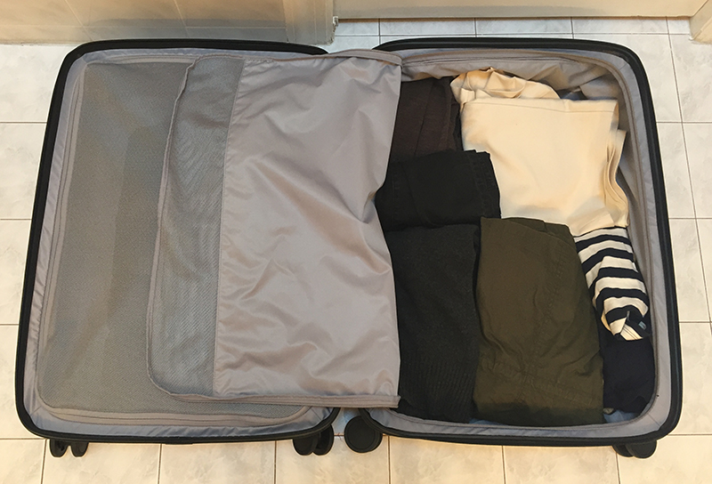 Raden Suitcase Right Zipper Compartment